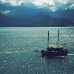 Ένα καράβι που πλέει χωρίς καπετάνιο...
