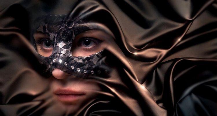 Η μάσκα σου είσαι εσύ!