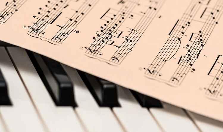 Η μουσική δίνει ψυχή στις καρδιές και φτερά στη σκέψη