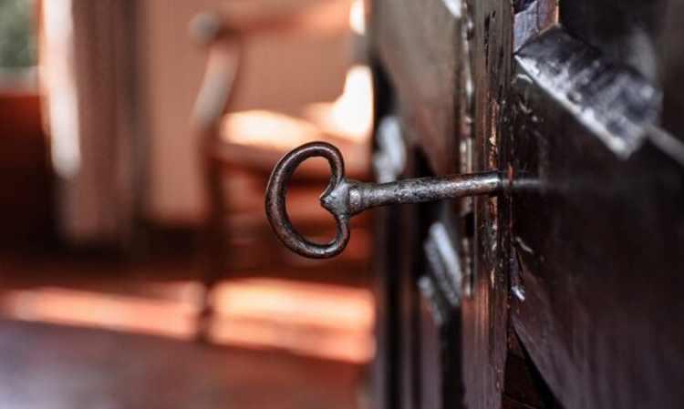 Η χαρά του διαλόγου κλειδωμένη στο συρτάρι